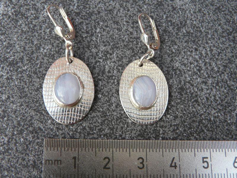 Kleinesbild - Ohrhänger aus 925 Silber in ovaler Form mit 10x8 mm Chalzedon Steinen