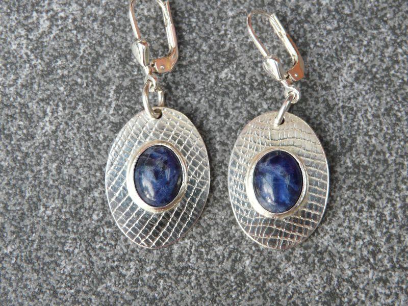 - Ohrhänger aus 925 Silber in ovaler Form mit 10x8 mm Sodalith Steinen  - Ohrhänger aus 925 Silber in ovaler Form mit 10x8 mm Sodalith Steinen