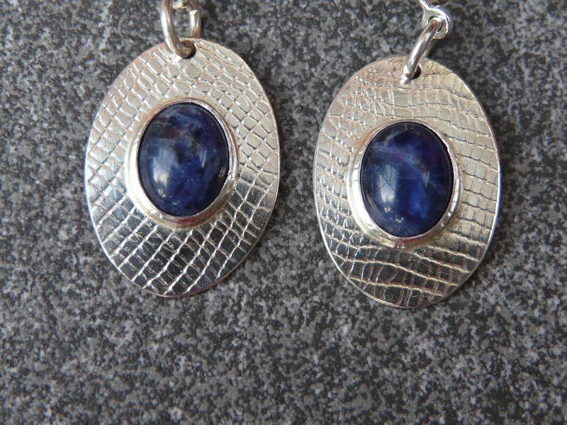 Kleinesbild - Ohrhänger aus 925 Silber in ovaler Form mit 10x8 mm Sodalith Steinen
