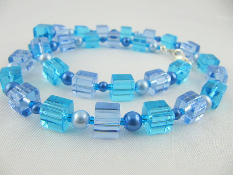 - Kette Blau Würfel und Perlen (297) - Kette Blau Würfel und Perlen (297)