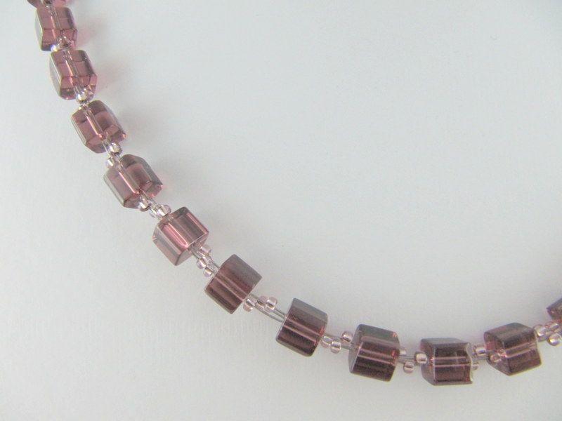 Kleinesbild - Kette / Collier Lila Würfel Rocailles Würfelkette Glaswürfel (134)
