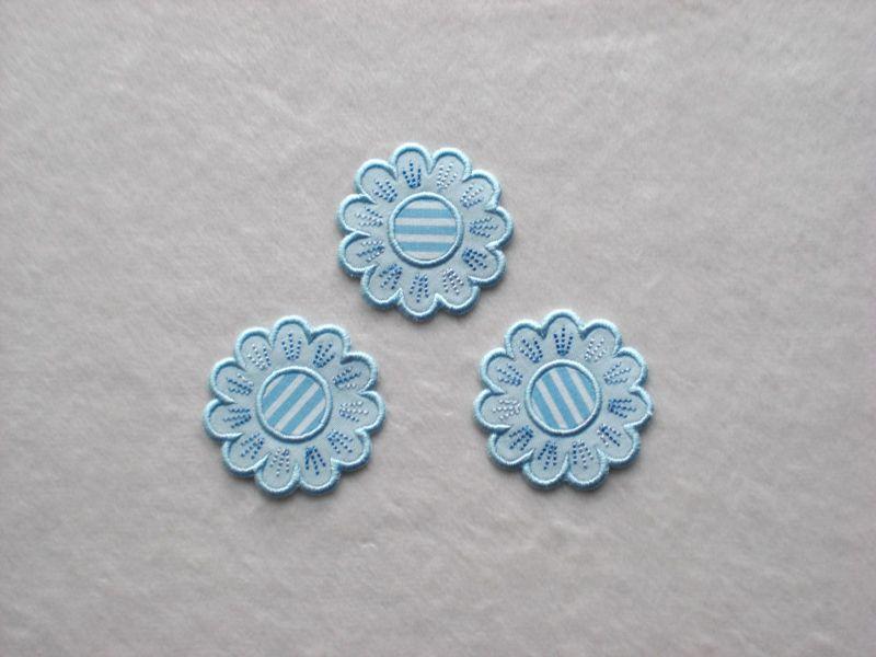 - Blumen Nr.5, 3er Set, hellblau, Stickapplikation zum Aufbügeln            - Blumen Nr.5, 3er Set, hellblau, Stickapplikation zum Aufbügeln