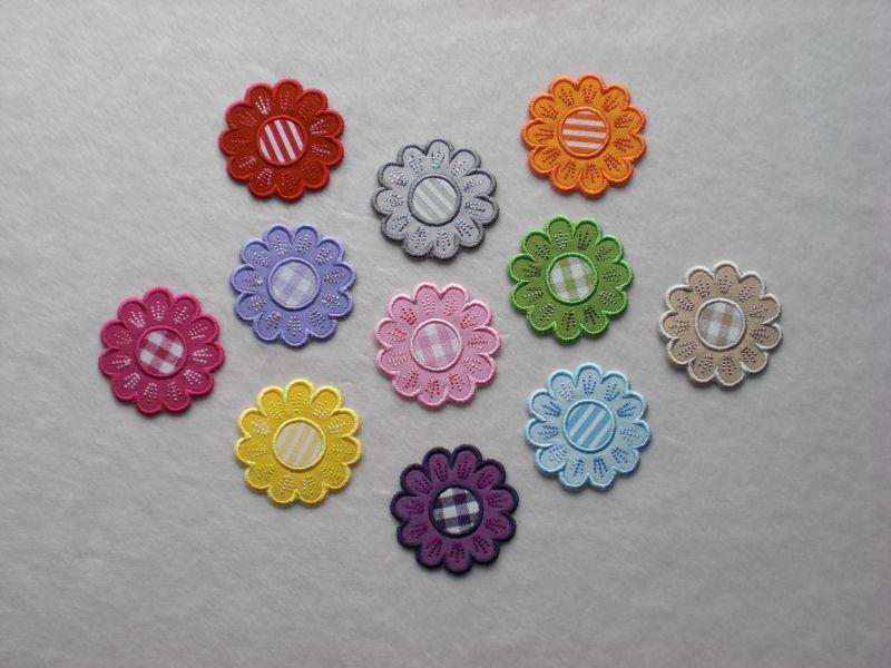 Kleinesbild - Blumen Nr.5, 3er Set, hellblau, Stickapplikation zum Aufbügeln