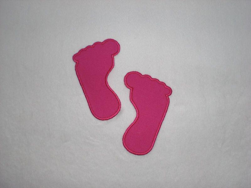 - 2 kleine Füße in pink, Stickapplikation zum Aufbügeln               - 2 kleine Füße in pink, Stickapplikation zum Aufbügeln