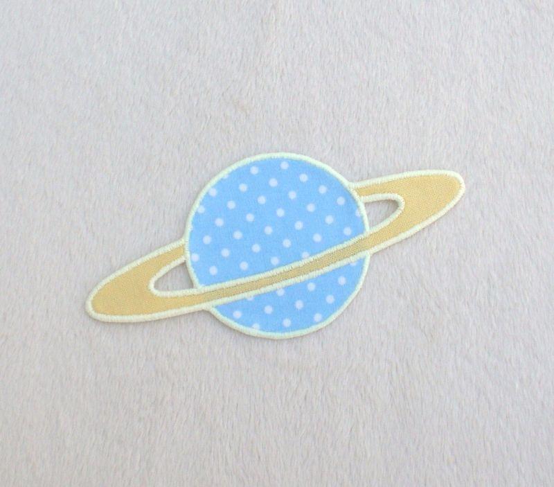 - Planet, Pünktchen, hellblau, leuchtet im Dunkeln, Stickapplikation zum Aufbügeln               - Planet, Pünktchen, hellblau, leuchtet im Dunkeln, Stickapplikation zum Aufbügeln