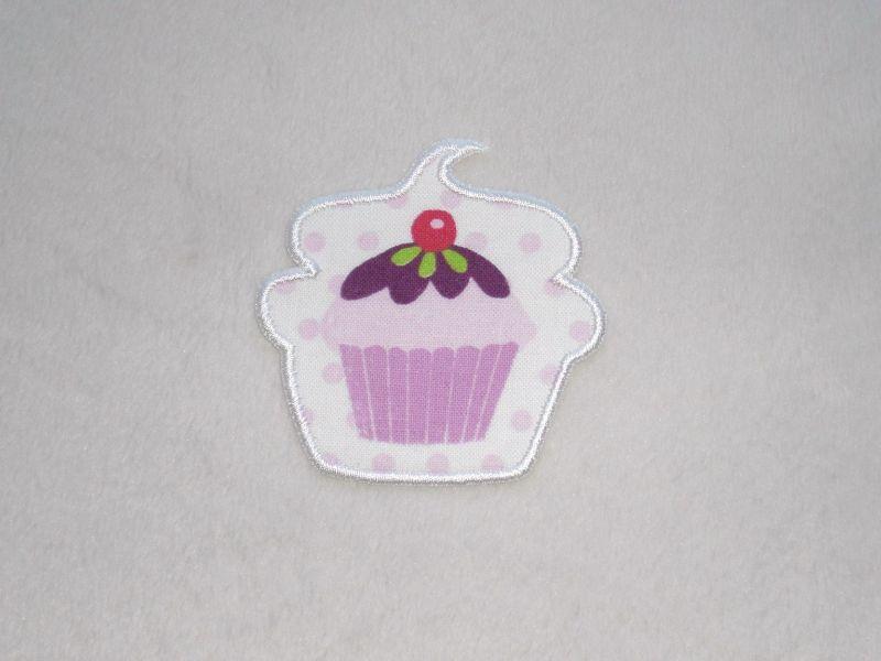 - Cupcake mit Kirsche in weiß, Nr.2, Stickapplikation zum Aufbügeln                - Cupcake mit Kirsche in weiß, Nr.2, Stickapplikation zum Aufbügeln