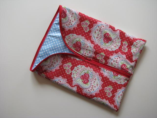 Kleinesbild - ♥ Mit Liebe genähte große Kulturtasche mit passendem Schminktäschchen aus beschichteter Baumwolle ♥