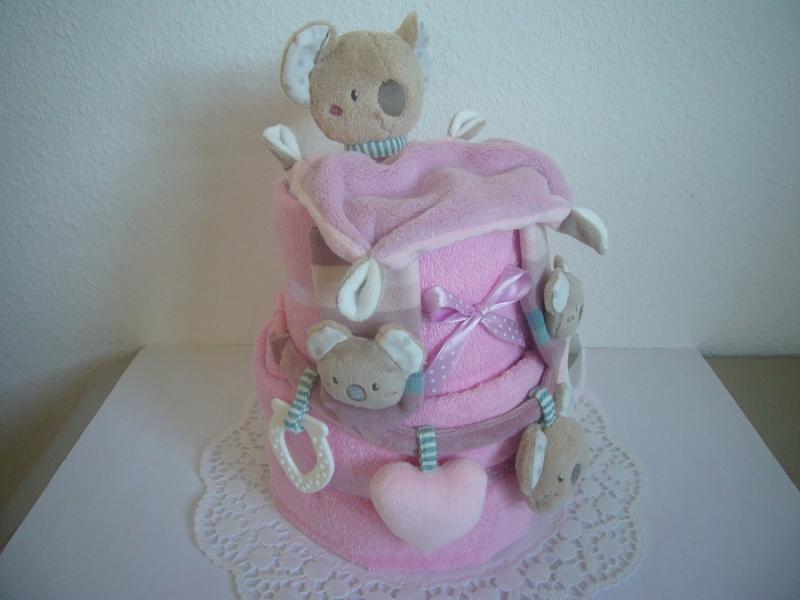 Kleinesbild - Windeltorte Koala Kinderwagenkette Mädchen rosa lila Rasselsöckchen