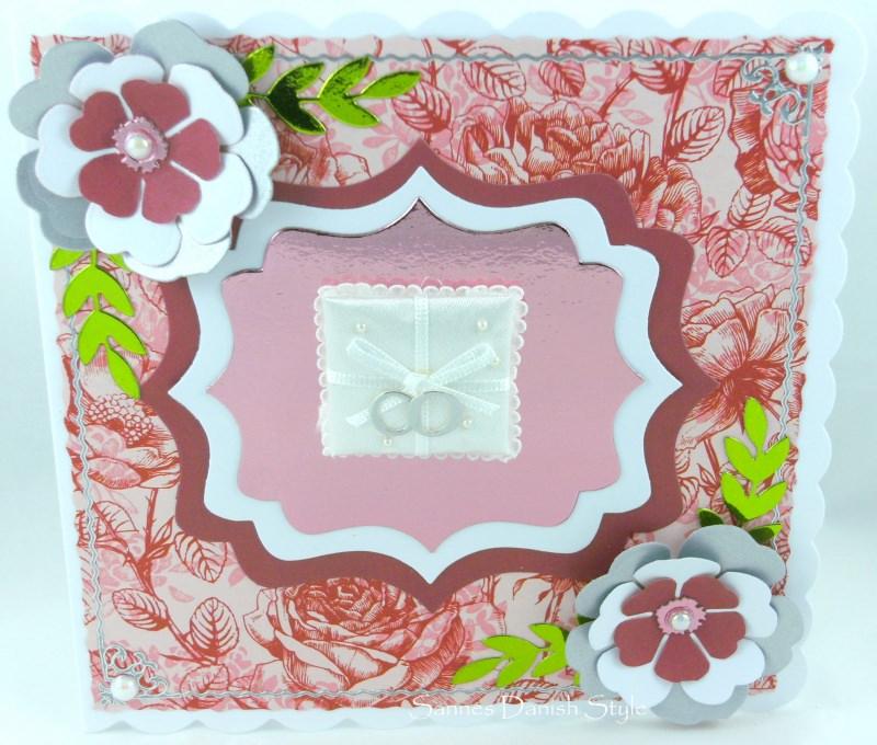 Kleinesbild - Hochzeitskarte mit Ringkissen, Ringe und Blumen, ca 15 x 15 cm