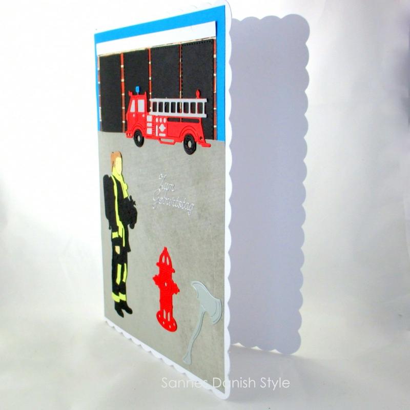 Kleinesbild - XL Grußkarte Feuerwehrfrau, Geburtstagskarte, Feuerwehrwache, Feuerwehrauto, DIN A5 Format