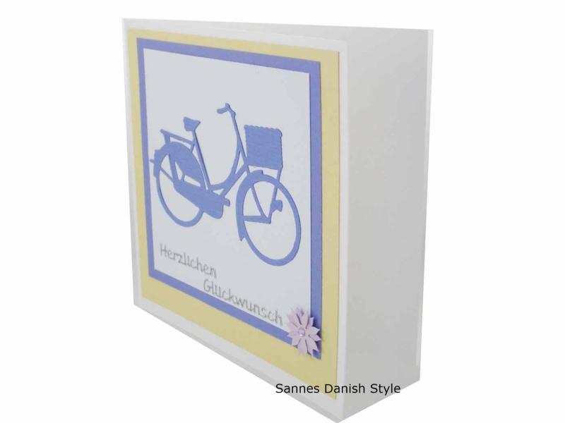 Kleinesbild - Grußkarte Fahrrad, Damenfahrrad in lila, harmonische Glückwunschkarte, die Karte ist ca. 13,5 x 13,5 cm