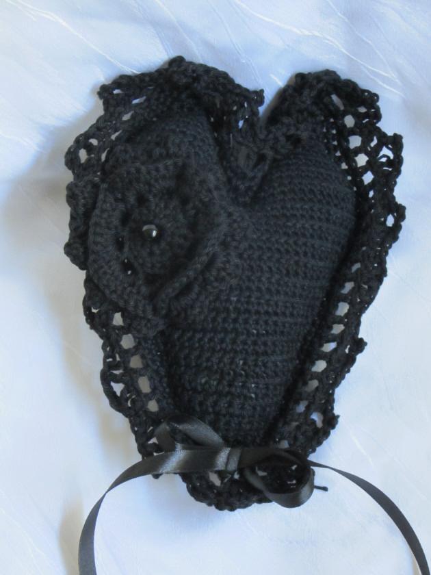 Kleinesbild - Herz ♥ handgehäkelt aus Baumwolle in Schwarz kaufen