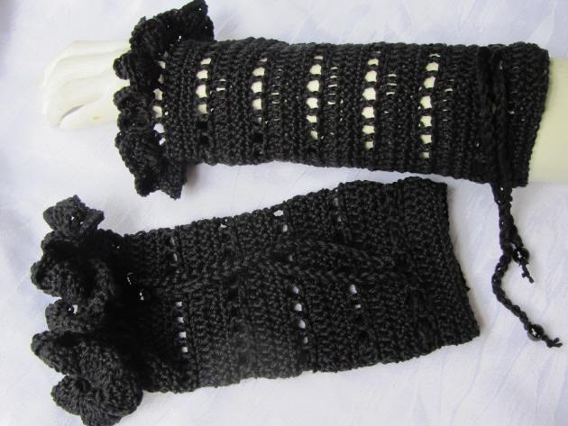 Kleinesbild - Armstulpen handgehäkelt aus Baumwolle in Schwarz kaufen