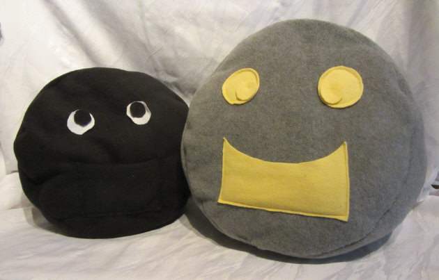 Kleinesbild - Kissen handgemacht aus Fleecestoff in Grau und Gelb als Dekoration oder als Geschenk kaufen
