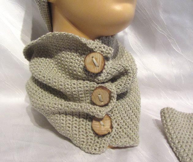 - Schal mit handgefertigten Holzknöpfen handgehäkelt aus Baumwolle in der Farbe Leinen kaufen - Schal mit handgefertigten Holzknöpfen handgehäkelt aus Baumwolle in der Farbe Leinen kaufen