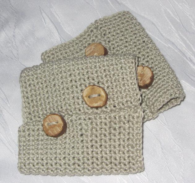 - Pulswärmer mit handgefertigten Holzknöpfen handgehäkelt aus Baumwolle in der Farbe Leinen kaufen - Pulswärmer mit handgefertigten Holzknöpfen handgehäkelt aus Baumwolle in der Farbe Leinen kaufen