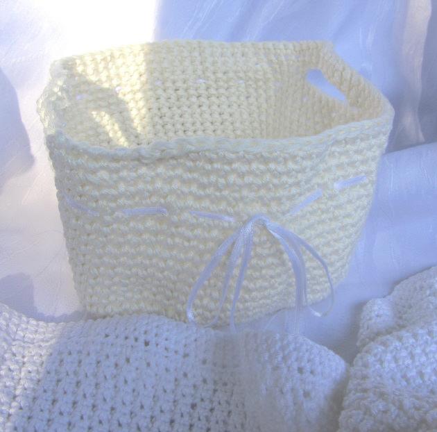 Kleinesbild - Utensilo für das Bad handgehäkelt aus Baumwolle in Creme kaufen