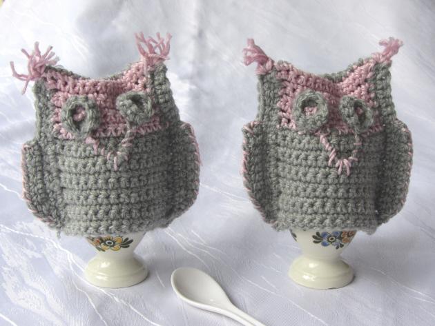 Kleinesbild - Handgehäkelte Eierwärmer ♥ im Zweierset gefertigt aus Wolle in Grau und Rosa bestellen