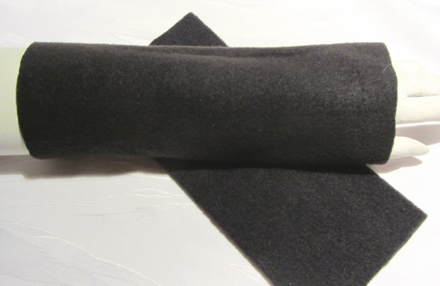 - Stulpen Armstulpen zugeschnitten und genäht aus Fleecestoff in Schwarz kaufen - Stulpen Armstulpen zugeschnitten und genäht aus Fleecestoff in Schwarz kaufen
