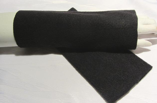 Kleinesbild - Stulpen Armstulpen zugeschnitten und genäht aus Fleecestoff in Schwarz kaufen