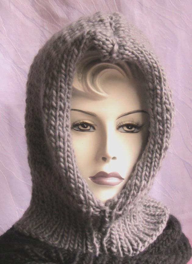 Kleinesbild - Kapuzenschal handgestrickt aus Wolle in Grau für Herbst und Winter kaufen