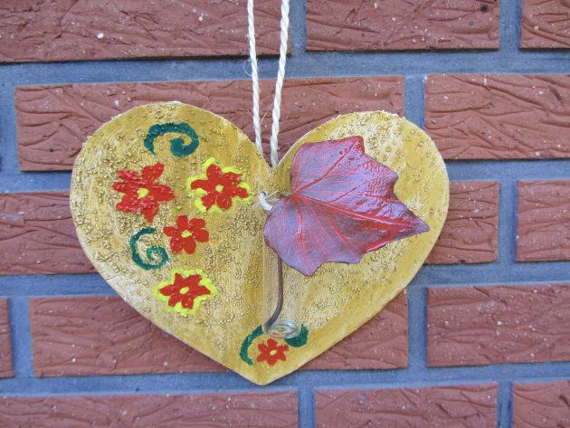 Kleinesbild - Herz ♡ aus Sperrholz zugesägt handbemalt und mit einer kleinen Vase dekoriert kaufen