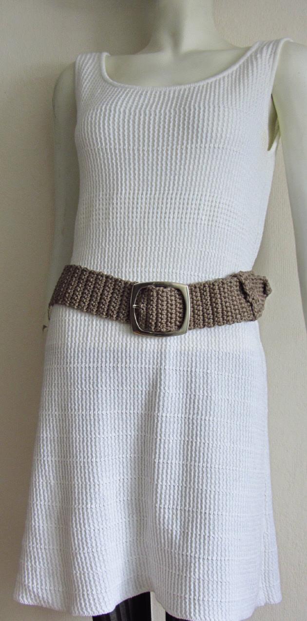 Kleinesbild - Gürtel Damen 6 x 105 cm handgehäkelt aus Baumwolle in der Farbe Taupe mit silberfarbiger Gürtelschließe kaufen