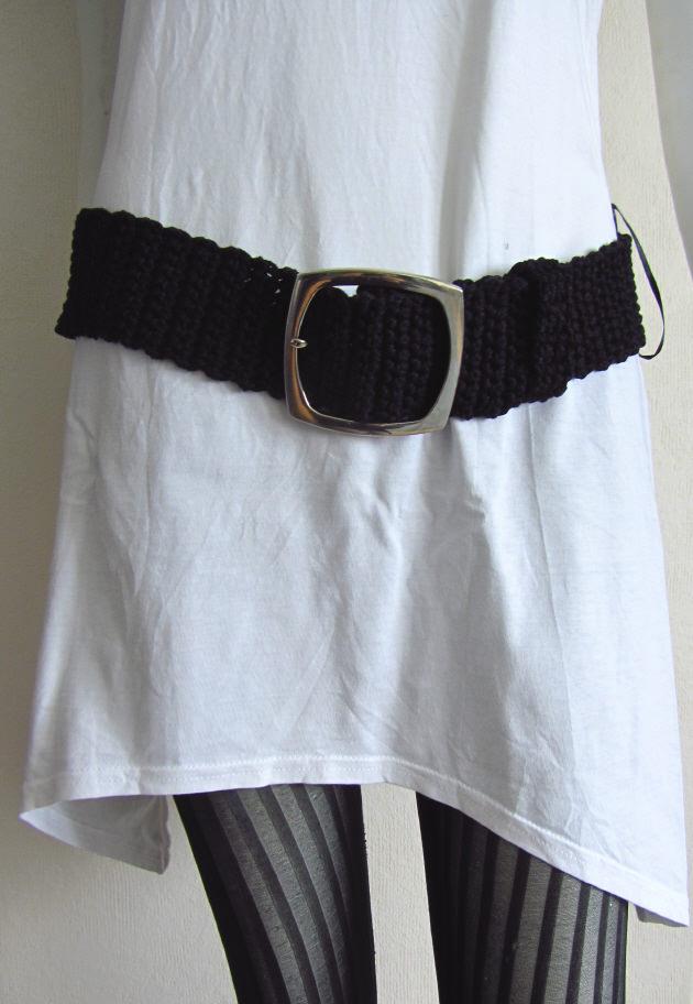 Kleinesbild - Gürtel 6 x 95 cm handgehäkelt aus Baumwolle in schwarz mit silberfarbiger Gürtelschließe kaufen