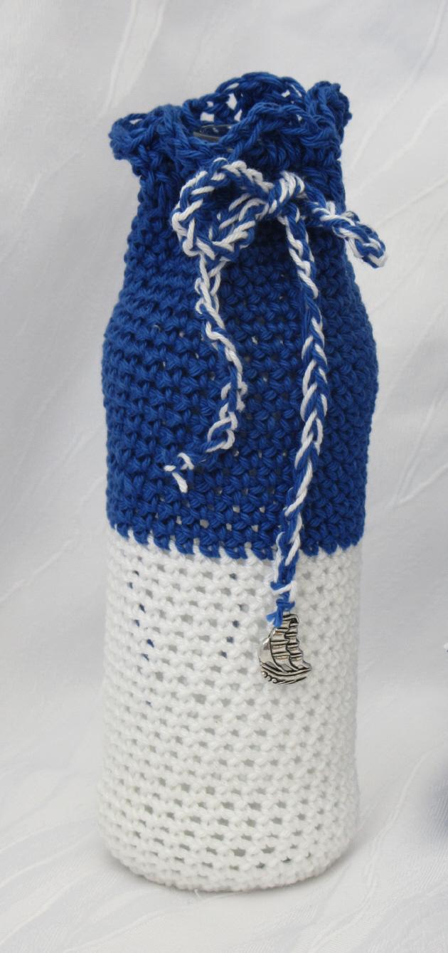 Kleinesbild - Blumenvase ☀ handgehäkelt aus blauer und weißer Baumwolle im maritemen Kleid mit einem Anhänger kaufen