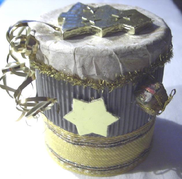 - Handgefertigte Geschenkbox Rund gefertigt aus verschiedenen Materialien für ein kleines Geschenk und zur Dekoration kaufen  - Handgefertigte Geschenkbox Rund gefertigt aus verschiedenen Materialien für ein kleines Geschenk und zur Dekoration kaufen