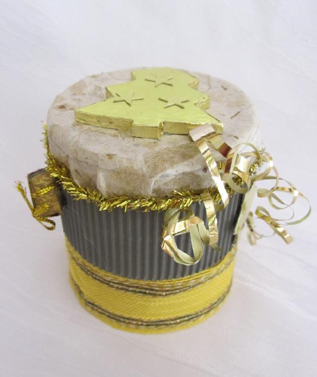 Kleinesbild - Handgefertigte Geschenkbox Rund gefertigt aus verschiedenen Materialien für ein kleines Geschenk und zur Dekoration kaufen