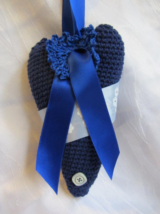Kleinesbild - Handgefertigtes Herz ♥ aus Baumwolle in Blautönen und liebevoll dekoriert zum Verschenken oder Aufhängen kaufen