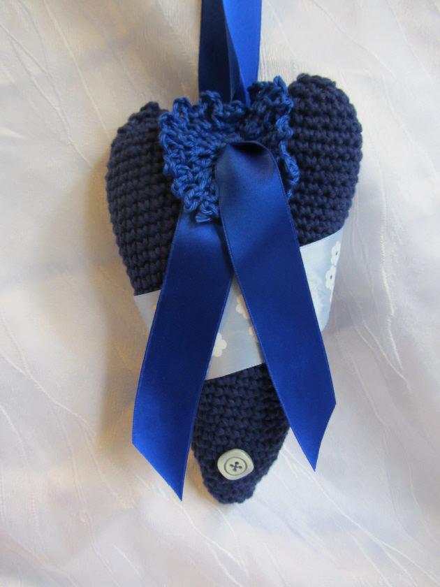 Kleinesbild - Herz ♥ handgefertigt aus Baumwolle in Blautönen und liebevoll dekoriert zum Verschenken oder Aufhängen kaufen