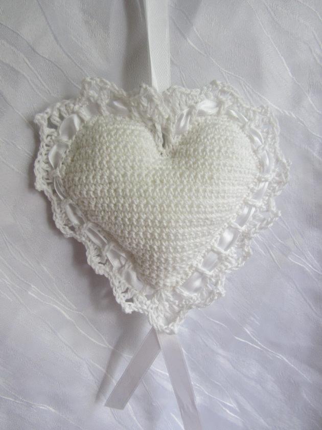 - Herz ♥ handgefertigt aus Baumwolle in Weiß zum Verschenken als Ringkissen für die Hochzeit oder als Aufhänger kaufen - Herz ♥ handgefertigt aus Baumwolle in Weiß zum Verschenken als Ringkissen für die Hochzeit oder als Aufhänger kaufen
