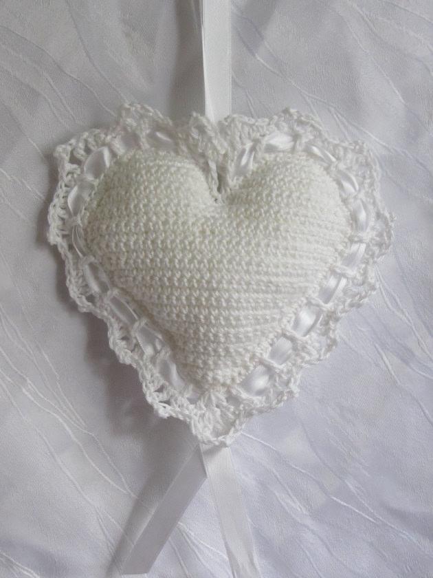 Kleinesbild - Herz ♥ handgefertigt aus Baumwolle in Weiß zum Verschenken als Ringkissen für die Hochzeit oder als Aufhänger kaufen