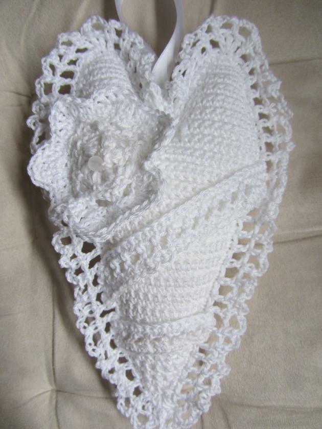 - Handgefertigtes Herz ♥ aus Baumwolle in Weiß zum Verschenken als Ringkissen für die Hochzeit oder als Aufhänger kaufen - Handgefertigtes Herz ♥ aus Baumwolle in Weiß zum Verschenken als Ringkissen für die Hochzeit oder als Aufhänger kaufen