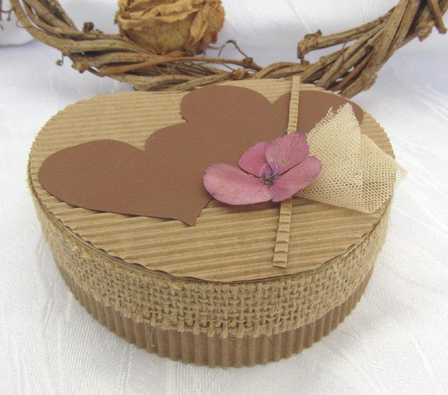 - Handgefertigte Geschenkschachtel aus Wellpappe aus meiner Serie Natur in Herzform kaufen - Handgefertigte Geschenkschachtel aus Wellpappe aus meiner Serie Natur in Herzform kaufen