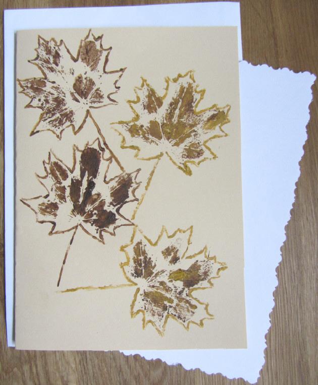- Grußkarte Klappkarte mit einem Herbstmotiv Ahornblatt mit Liebe handgemalt auf Tonzeichenpapier in Ocker und Braun kaufen - Grußkarte Klappkarte mit einem Herbstmotiv Ahornblatt mit Liebe handgemalt auf Tonzeichenpapier in Ocker und Braun kaufen