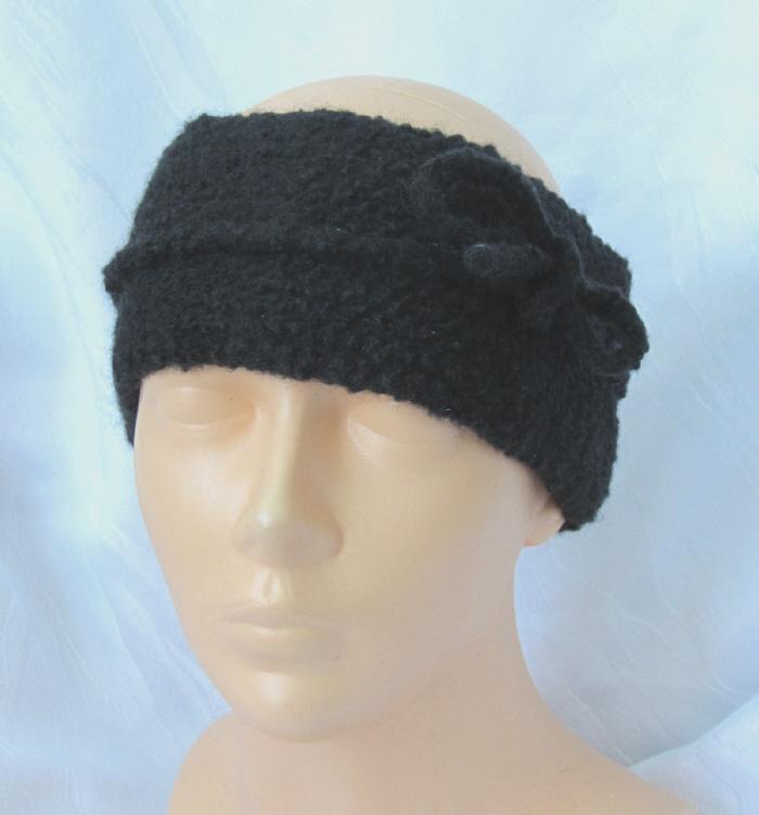 Kleinesbild - Handgestricktes und gefilztes Stirnband aus schwarzer Wolle mit einem Filzband kaufen