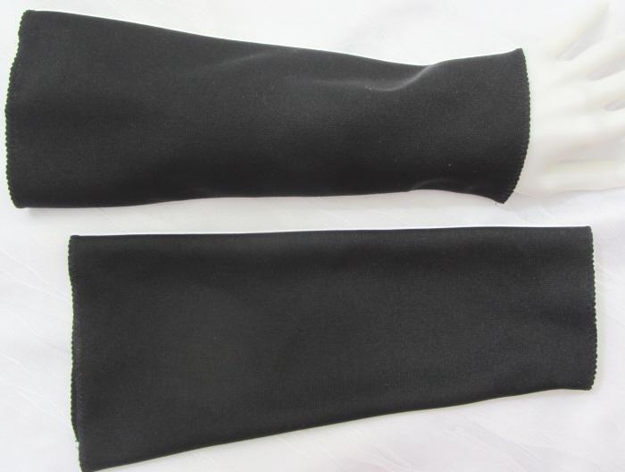 Kleinesbild - Handgefertigte Armstulpen ♥ zugeschnitten und genäht aus festem Jerseystoff in Schwarz für festliche Anlässe kaufen