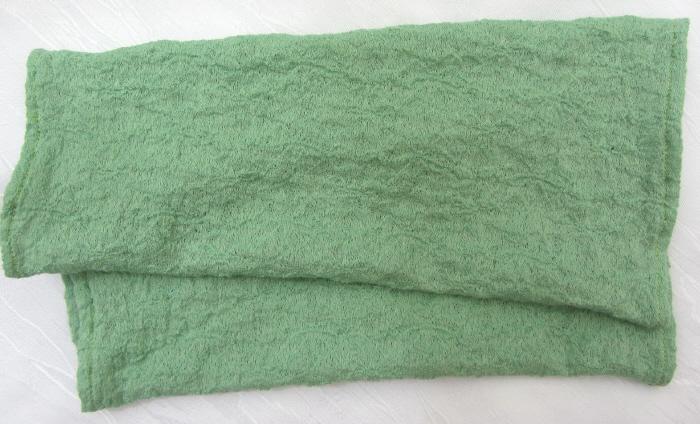 Kleinesbild - Handgefertigte Armstulpen ♥ zugeschnitten und genäht aus leichtem mintgrünem Stoff mit einem schönen Strukturmuster kaufen