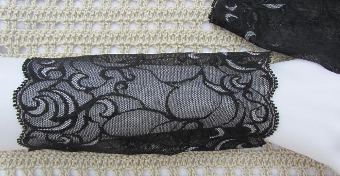 Kleinesbild - Handgefertigte Armstulpen ♥ zugeschnitten und genäht aus edler transparenter und elastischer Spitze in Schwarz mit Grau mit schönem Muster für festliche Anlässe kaufen