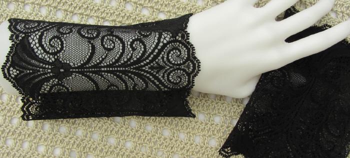 Kleinesbild - Handgefertigte Armstulpen ♥ zugeschnitten und genäht aus edler transparenter und elastischer Spitze in Schwarz mit edlem Muster für festliche Anlässe kaufen