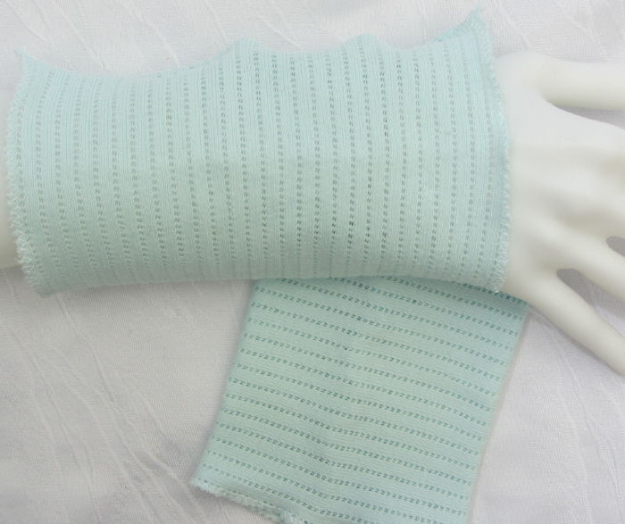 Kleinesbild - Stulpen Armstulpen Pulswärmer Damen ♥ handgenäht aus Baumwollstoff in hellem Türkis auch als Ärmelverlängerung kaufen