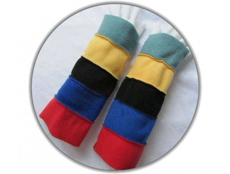 Kleinesbild - Handgefertigte Armstulpen aus Fleecestoff in fünf kunterbunten Farben kaufen