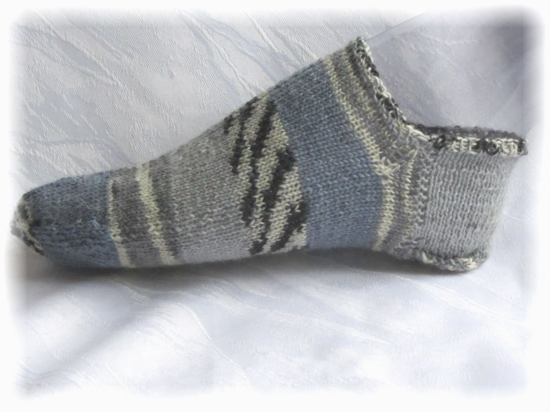 - Handgestrickte kurze Sommer Socken Größe 37/38 ♡ aus Sockenwolle Blaues Meer und Steinstrand kaufen - Handgestrickte kurze Sommer Socken Größe 37/38 ♡ aus Sockenwolle Blaues Meer und Steinstrand kaufen