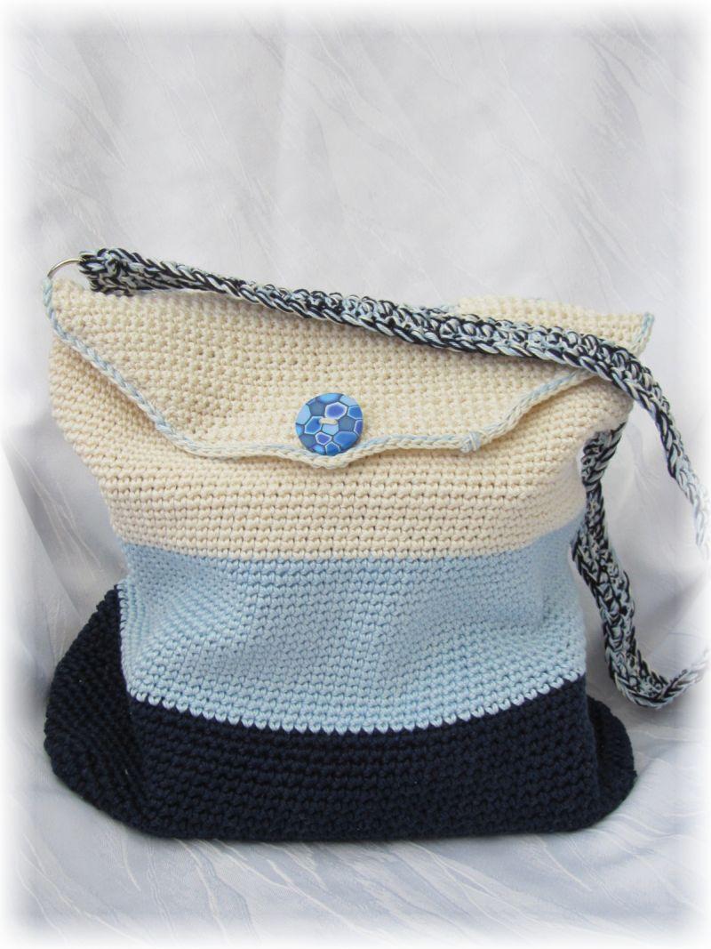 Kleinesbild - Wunderschöne Tasche mit Taschenbaumler handgehäkelt aus Baumwolle in Blautönen und Beige für den kleinen Einkauf oder als Handtasche kaufen