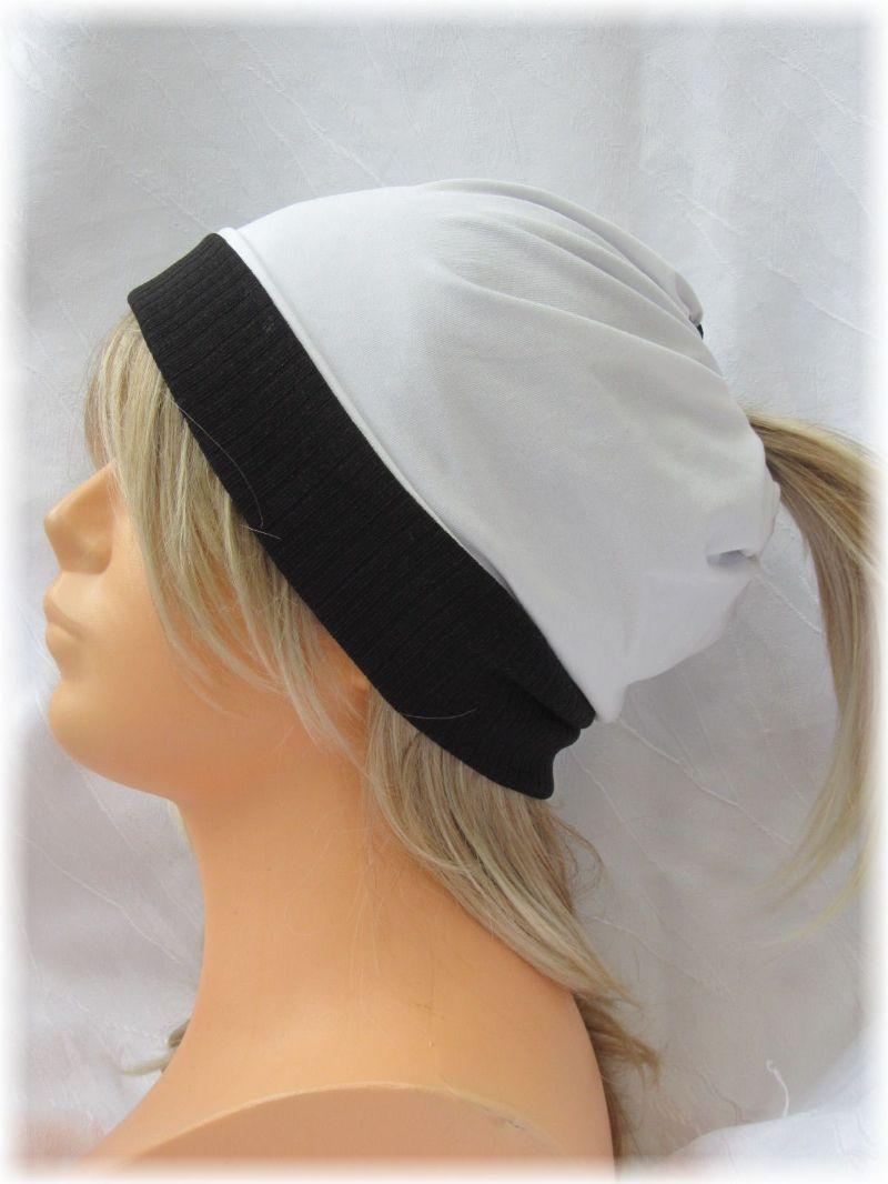 Kleinesbild - Handgefertigte Mütze ♡ Wendemütze ♡ Damen mit Öffnung für Pferdeschwanz aus Baumwolljersey in Schwarz Weiß kaufen