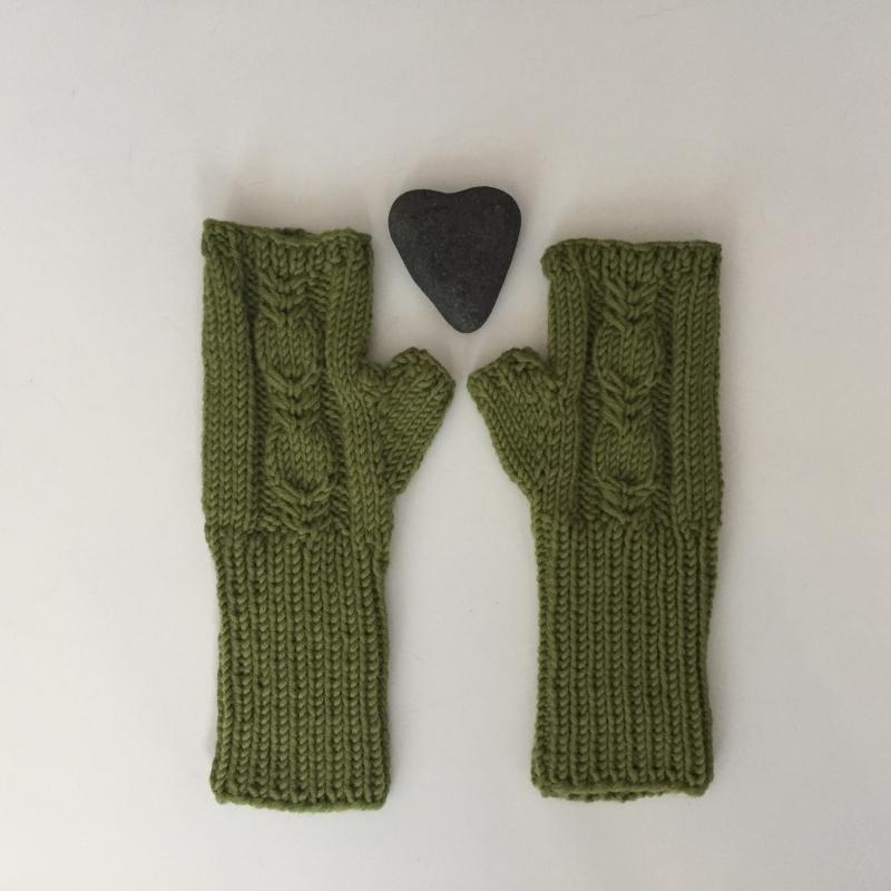 -   Fingerlose Handschuhe Stulpen  * BELLE * olivgrün aus Wolle handgestrickt von zimtblüte / Farbwahl    -   Fingerlose Handschuhe Stulpen  * BELLE * olivgrün aus Wolle handgestrickt von zimtblüte / Farbwahl