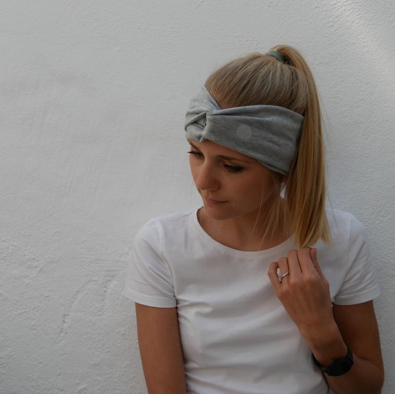 Kleinesbild - Turbanstyle Stirnband SILBERGRAU mit Glitzer Handarbeit von zimtblüte  TurbanHaarband